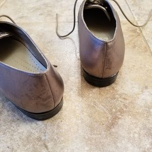 Trotters Shoes - Trotters Leather Bronze Tone Dress Shoes Great!